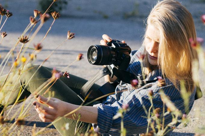 Das fotografieren wird deutlich vereinfacht, da die Kamera nicht am Hals baumelt.