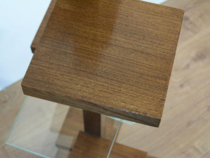 Porte plantes en bois et verre