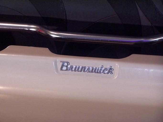 Banc de bowling en fibre de verre, vers 1950 marque Brunswick