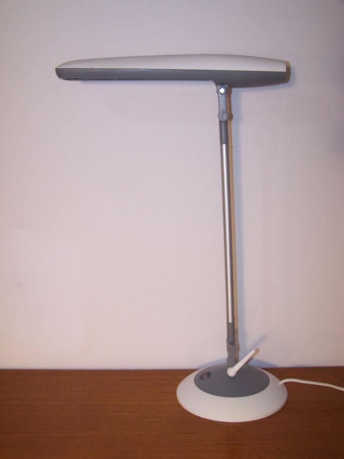 Lampe de bureau Aluminor au design intergalactique