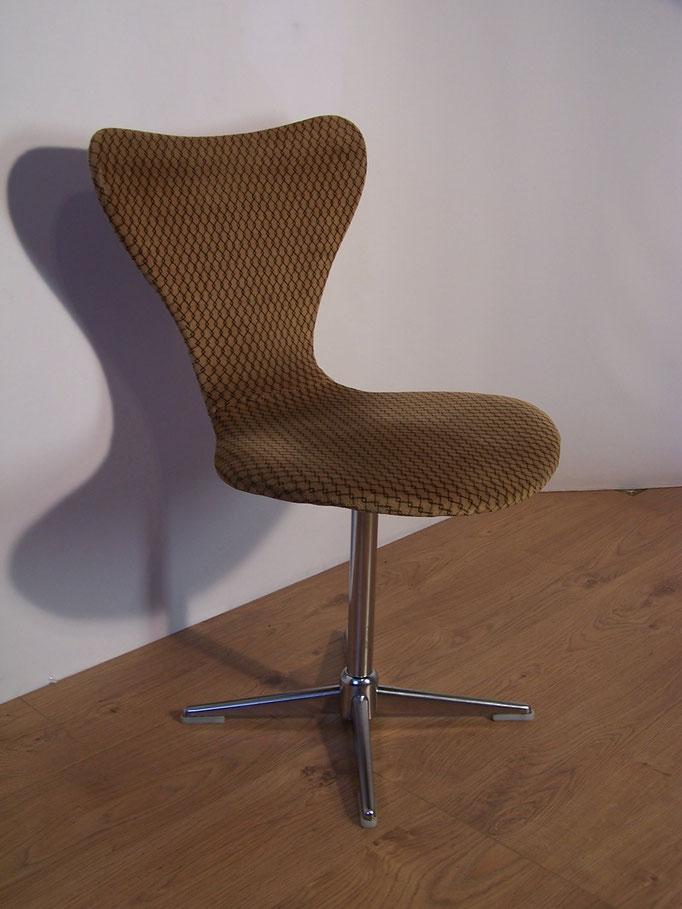 "Chaise "" Fourmi "" Arne Jacobsen"