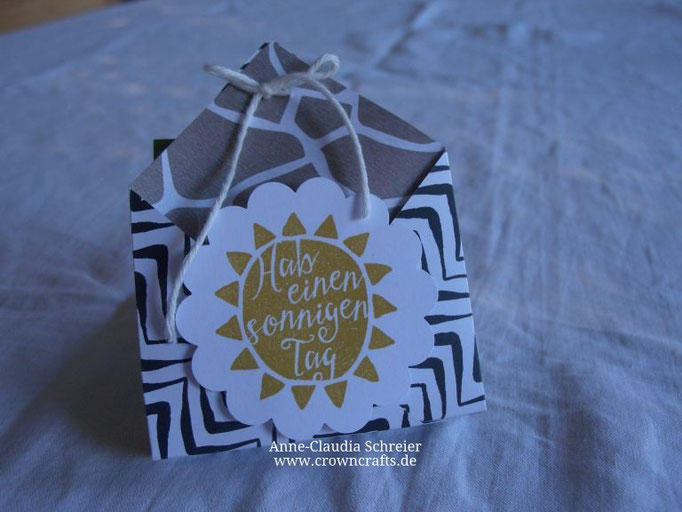 Goodie-Bag mit zwei Seitentaschen - von Kerstin Zoller (http://www.papier-mit-farbe.de/blog/)