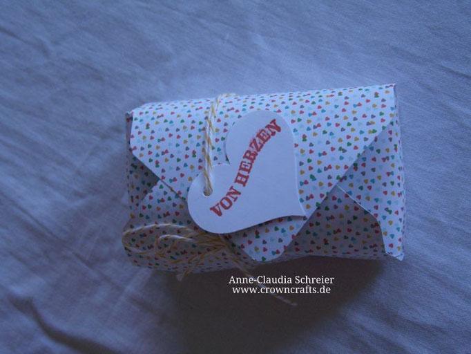 Kleine Schatzkiste mit dem Umschlag-Falzbrett von Claudia Bieg - www.clabisart.blogger.de