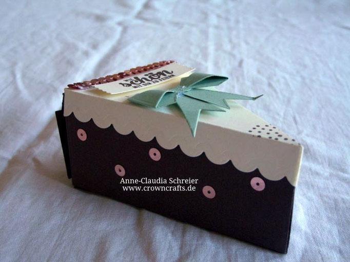 Yummy! Die Torte sieht echt klasse aus, oder? Leider nicht essbar - aber von meiner lieben Stempelmama Tanja Obernosterer - http://www.ichwillstempeln.com/blogseite - kein Swap, sondern ein Team-Geschenk