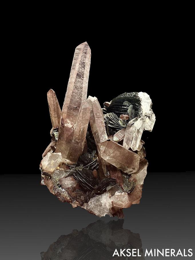 AM672 - Hematite var. Specularite sur Quartz - Jinlong Hill, Longchuan Co., Heyuan, Guangdong, Chine - 100x90mm