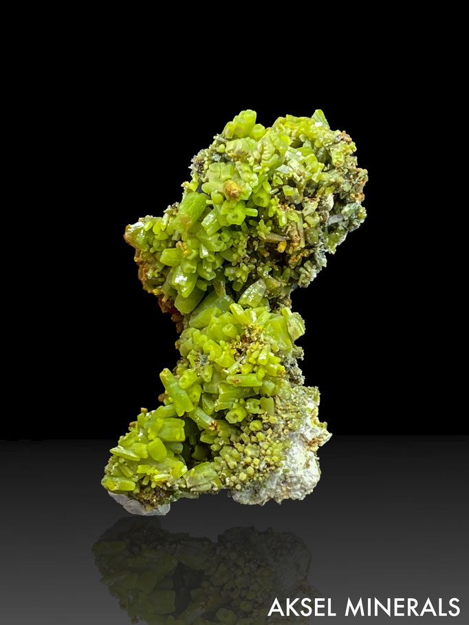 AM663 - Pyromorphite - Daoping Mine, Gongcheng Co., Guilin, Guangxi Province, China - 65x35mm