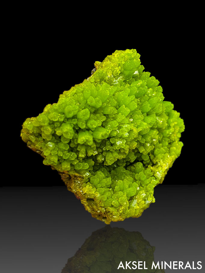 SOLD - AM662 - Pyromorphite - Daoping Mine, Gongcheng Co., Guilin, Guangxi Province, China - 50x50mm