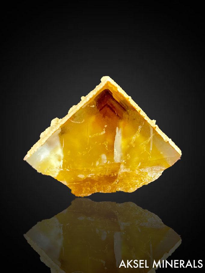 AM843 - Fluorite et calcite encroutement - Peyrebrune, Montredon-Labessonnié, Castres, Tarn, Occitanie, France - 59x49mm