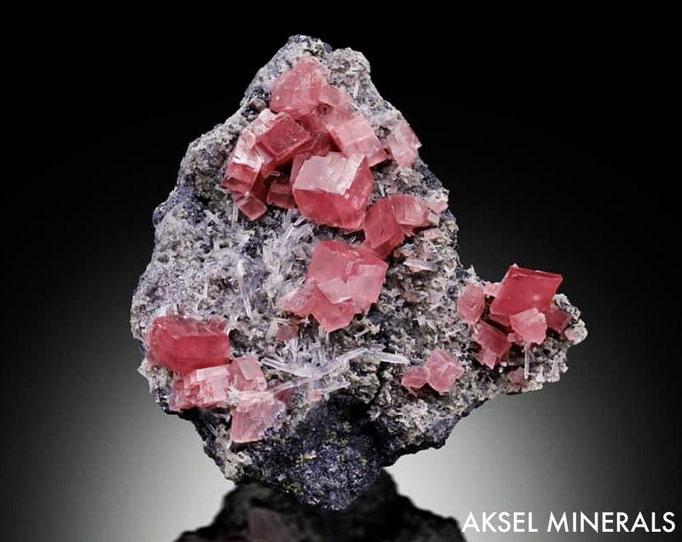 AM854 - Rhodochrosite et Fluorite sur Quartz  -  Sweet Home Mine, Alma District, Park Co., Colorado, USA - 83x75mm