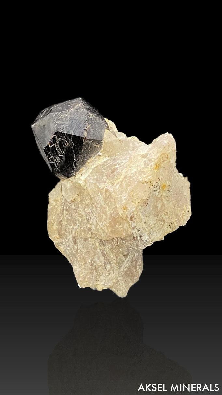 AM616 - Grenat var. Almandin - Koktokay N°3 Pegmatite, Altay mine, Fuyun Co., Xinjiang, Chine - 60x50mm