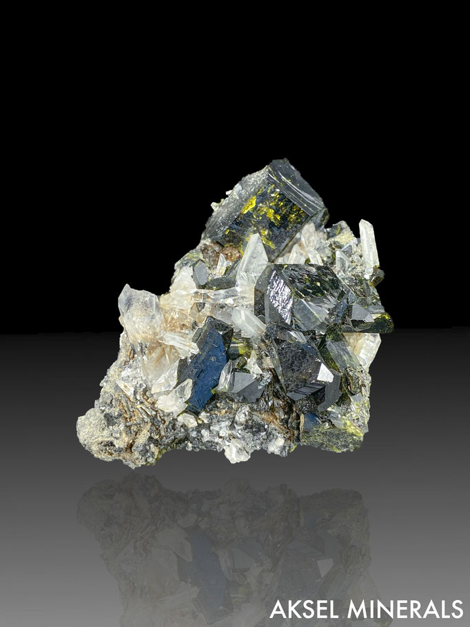 AM654 - Epidote sur Quartz - Green Monster Mountain, Prince of Wales Island, Ketchikan District, Alaska. - 55x48mm