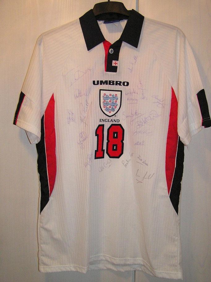 #18 - signiert von der Englischen Damen-Nationalmannschaft