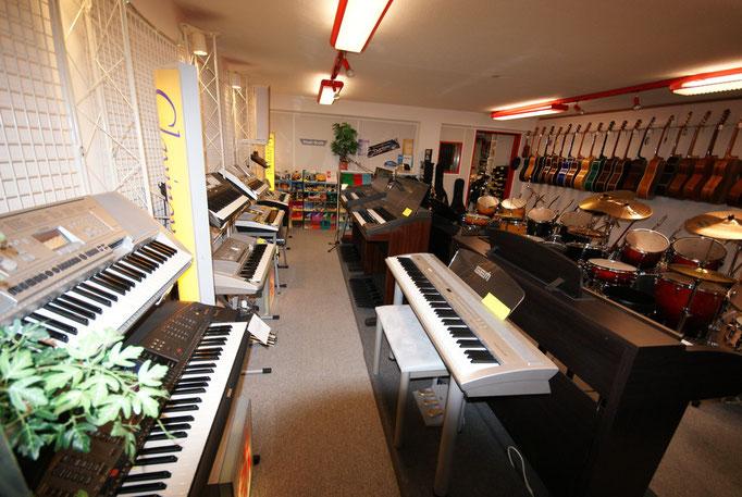 Pianos, Keyboards