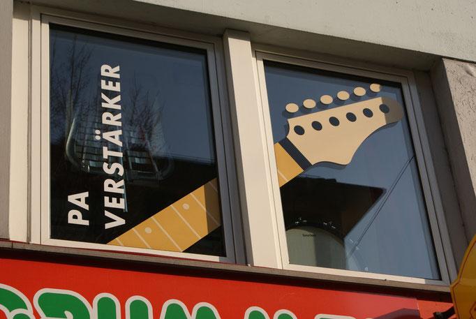 Fassade Musikfachgeschäft, 1. Etage
