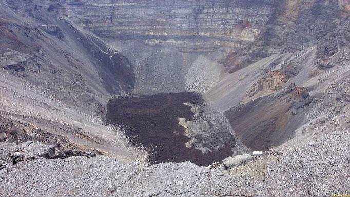 1000x800x300  2007 noch 50m tief, 2012 300m  -  2007 war der Krater nur 75m tief und heute 300 !!