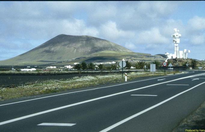 Der Mittelpunkt de Insel mit Denkmal von Manrique