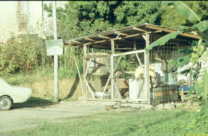 """""""Tyre Shop""""  open day and night  -   steht auf dem Schild"""
