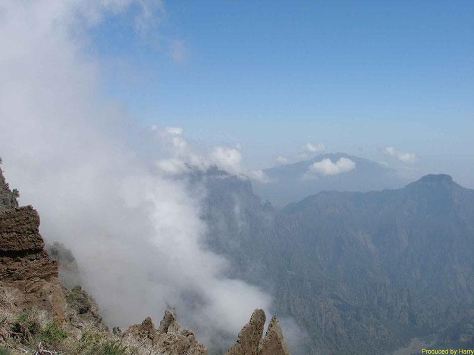 Pico de la Cruz 2351m mit Blick in die Caldea
