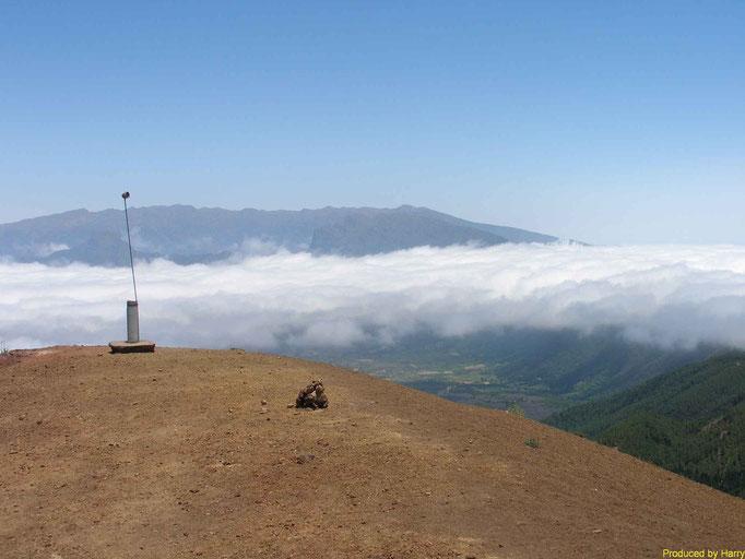 -- noch mal ein Blick vom Anfang der Vulkantour in Richtung Caldera