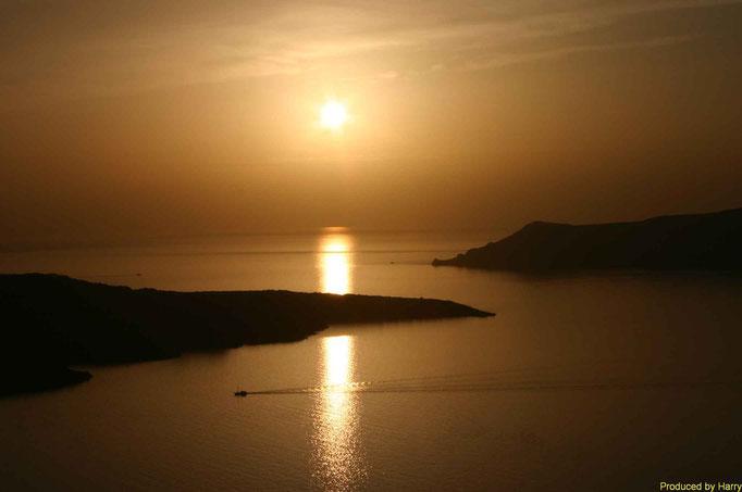 Sonnenuntergang an der Mühle von Oia