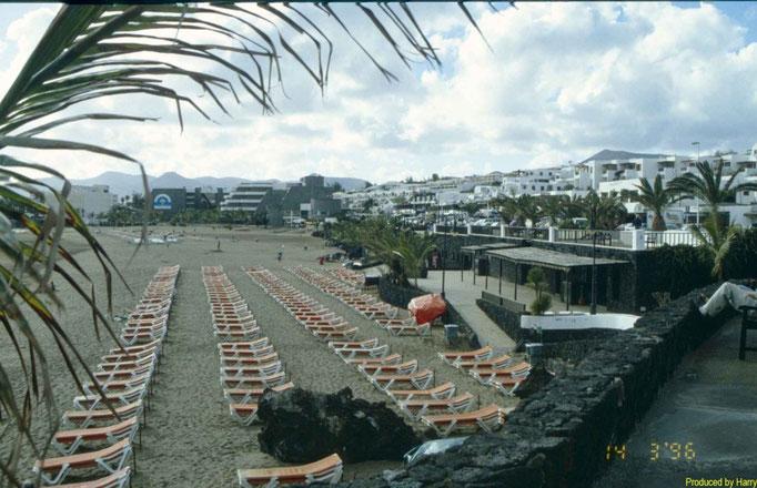 das ist der Strand von Puerto del Carmen - wer's mag  ;-)
