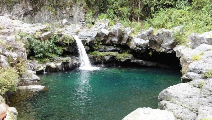 baden in einem der vielen Wasserfälle