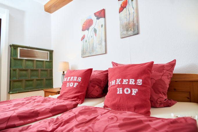 """Schlafzimmer der Ferienwohnung """"Lisa"""" auf dem Imkershof der Familie Röhrs in Schneverdingen-Surbostel"""