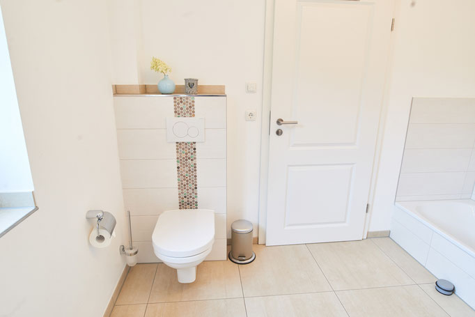 """Blick in das Badezimmer der Ferienwohnung """" Landsicht"""" auf dem Imkershof der Familie Röhrs in Schneverdingen-Surbostel"""