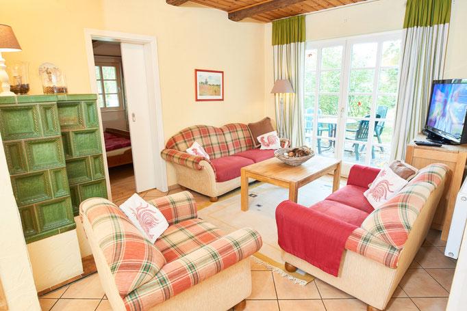 """Wohnzimmer der Ferienwohnung """"Lisa"""" auf dem Imkershof der Familie Röhrs in Schneverdingen-Surbostel"""