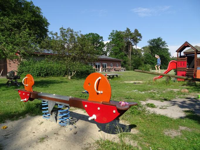 Spielplatz auf dem Imkershof der Familie Röhrs in Schneverdingen-Surbostel