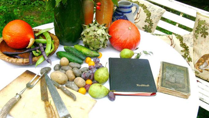 Kochbuch und eigene Ernte Ferienwohnungen Altes Forstamt im Teutoburger Wald