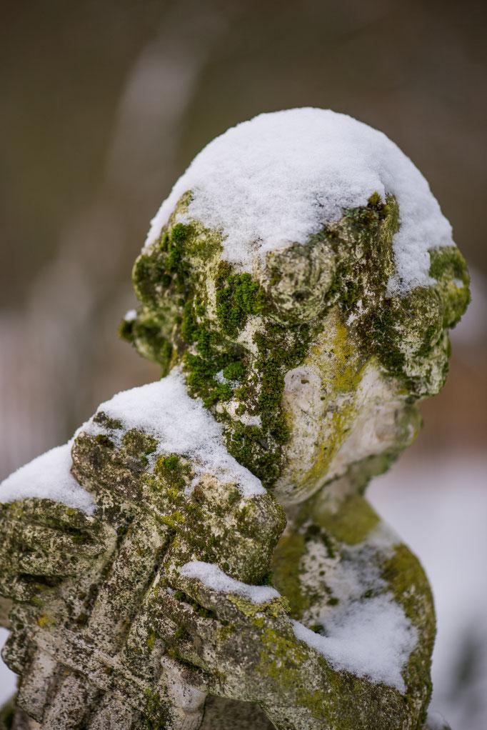 Putto mit Schneehaube Altes Forstamt im Teutoburger Wald