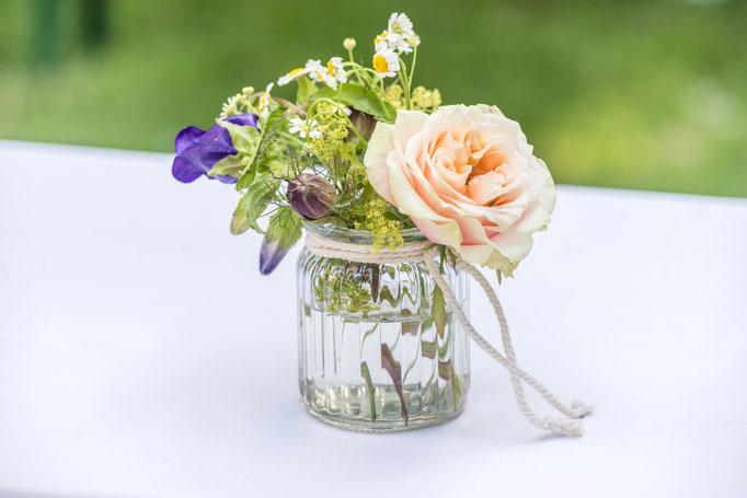 Blumen in der Vase Ferienwohnungen Altes Forstamt im Teutoburger Wald