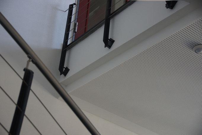 Akustik Lochdecke in Treppenhaus