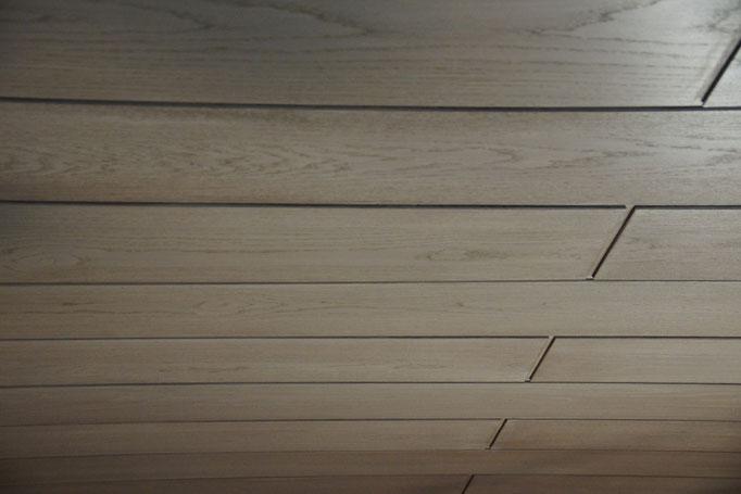 Holzdecke lasieren