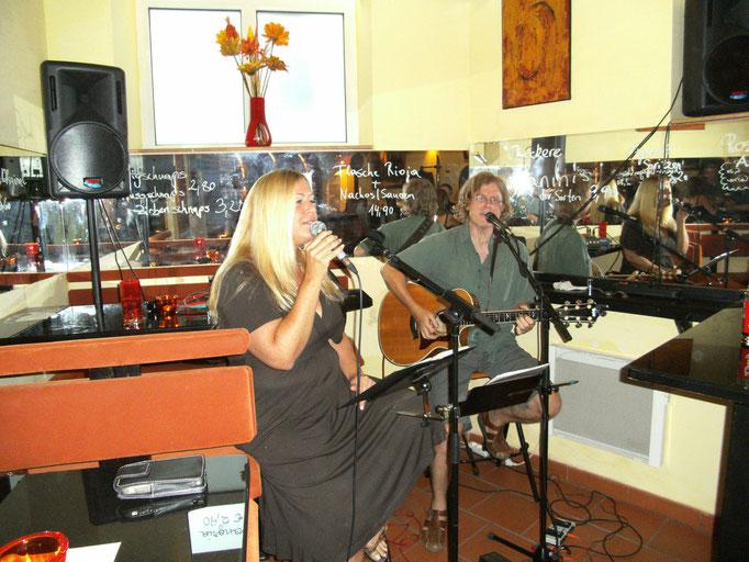 Sandrine Rohrmoser und Chris Molisch live im El fuego