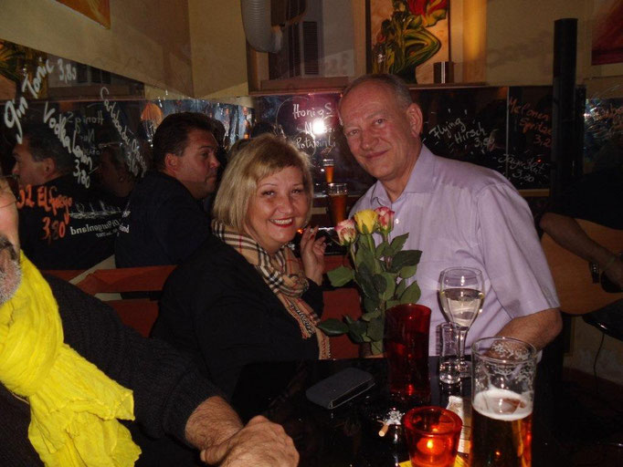 Unsere Bezirksvorsteherin vom Alsergrund Martina Malyar im El fuego, hier mit Gerhard Kainz