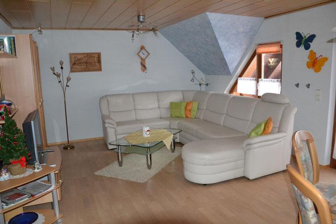 Wohnzimmer mit ausziehbarer Couch