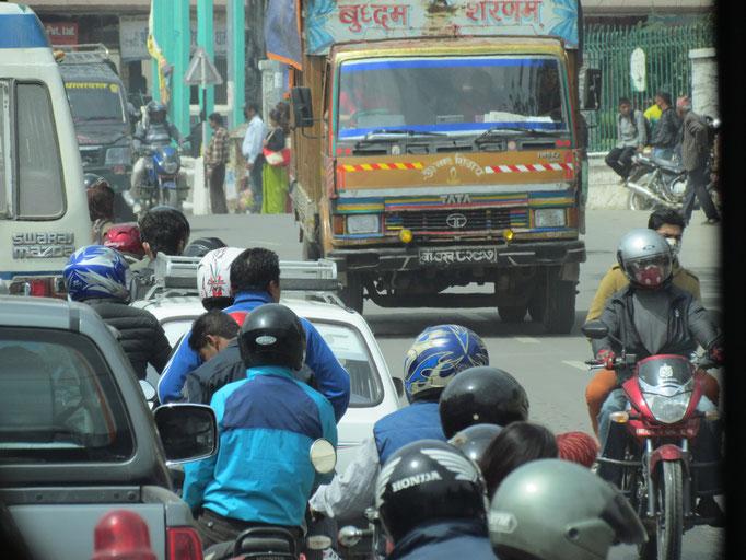 und die Motorradfahrer mitten drin