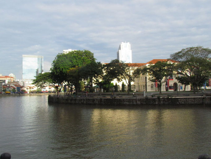 am Fluß entlang