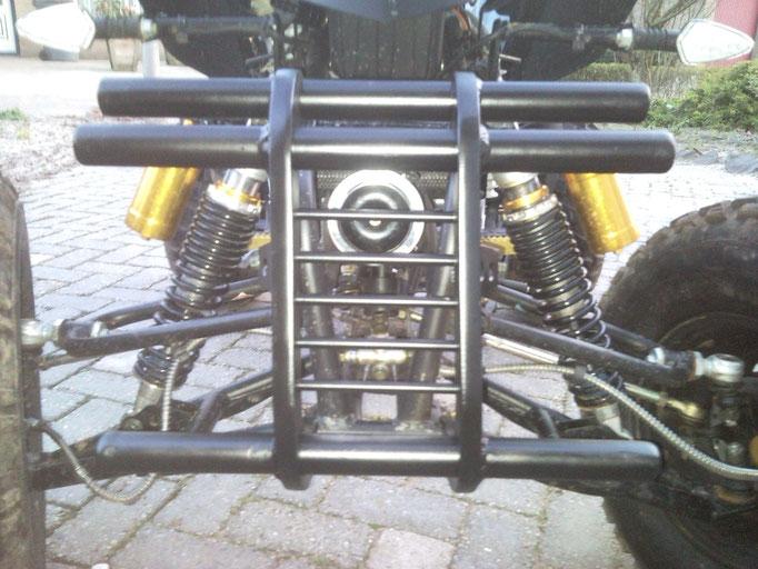 eigen ontwerp bumper, gemaakt van massief aluminium.