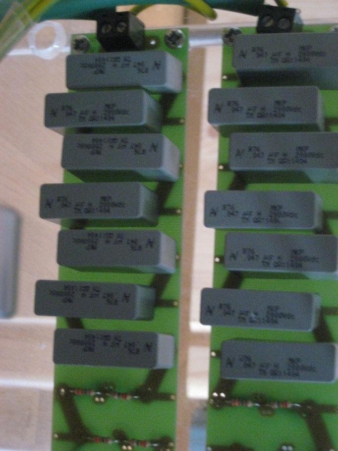 Die Kondensatoren: 6,6nF bei 20000V