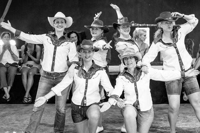 Clogging: Schüler-Tanzshow vom Vintage Dance Studio auf dem Münchner Tollwood Festival. Foto: Michael Föhlinger