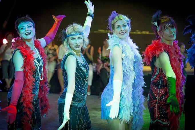 Charleston: Schüler-Tanzshow vom Vintage Dance Studio auf dem Münchner Tollwood Festival. Foto: Michael Föhlinger
