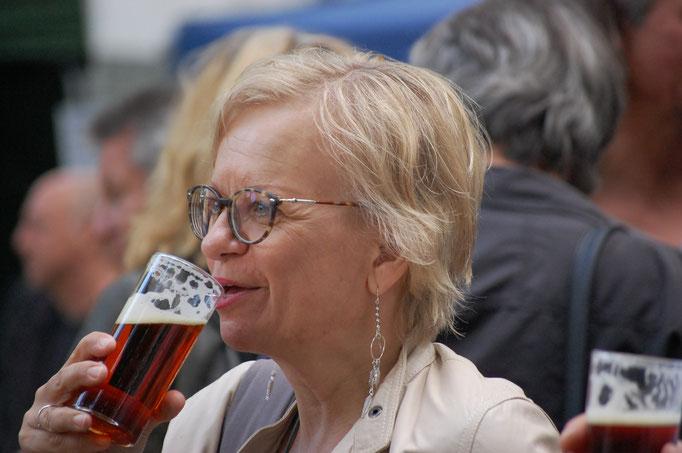 Gäste feiern - Die Benderstraße e.V. Copryright © Foto_MichaelHutter_für_diebenderstraße.e.v.