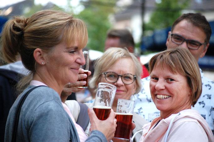 Gäste feiern - Die Benderstraße e.V. Copryright ©