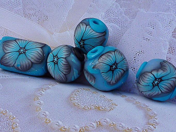 Perles fleurettes. 0,80€ la perle