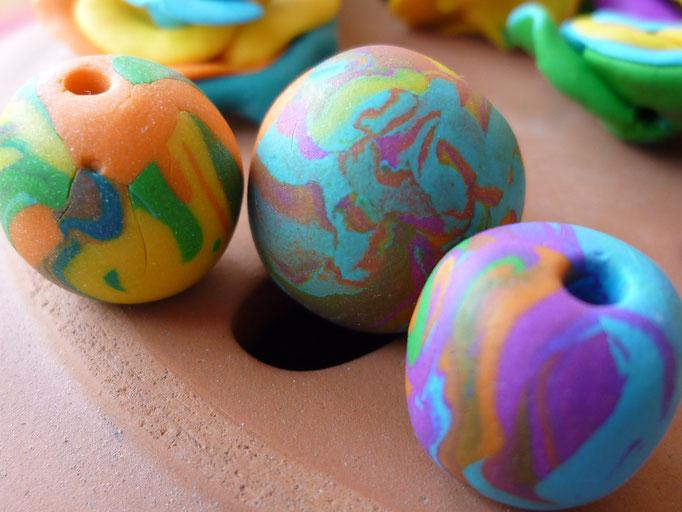Perles  multicores (mates). 0,80€ l'unité