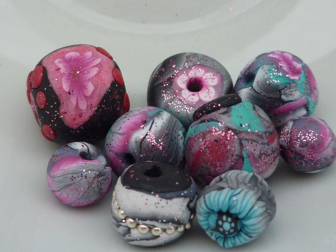 Perles assorties paillettes. 2,50 € le lot de 4 perles (2 moyennes + 2 petites)