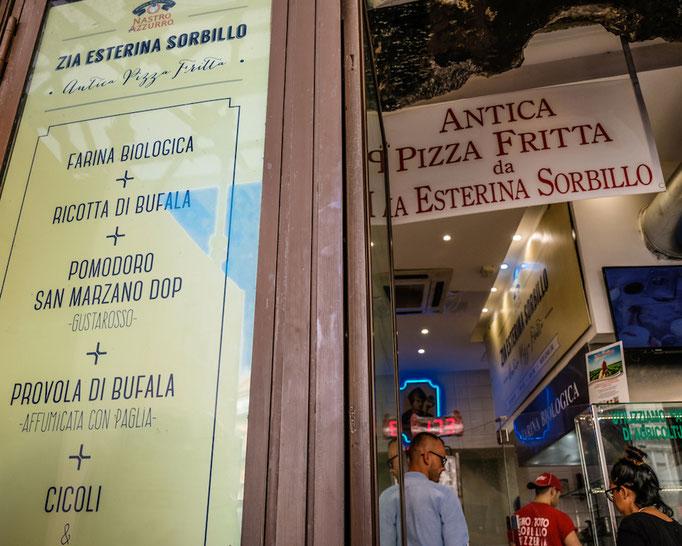 Antica Pizza Fritta da Esterina Sorbillo a Napoli
